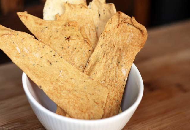 Homemade crackers recipe. These are so, so good! And they cost just 50 cents for a huge batch! Repin to save.