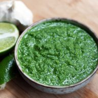 Cheap spicy Chilean pebre recipe: A spicy green condiment with many uses!