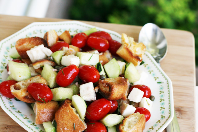 Panzanella salad: A bread based salad that's bursting with flavor!