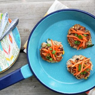 Tuna-corn cakes, made with pantry staples. Click through for recipe!