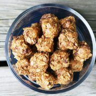 No bake energy bites recipe. A healthy snack (or breakfast) that is super easy to make.
