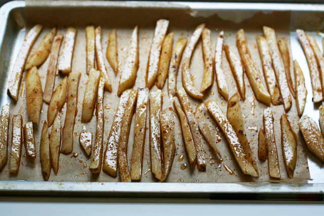 Making crispy baked french fries