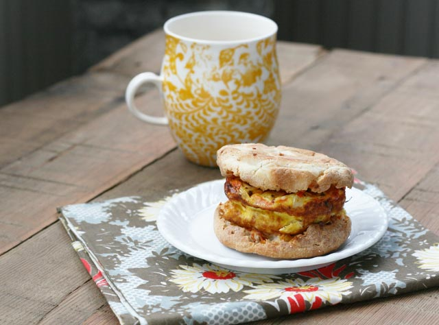 The ultimate cheap breakfast sandwich! Just 80 cents per sandwich. Can be made ahead. Click through for recipe.