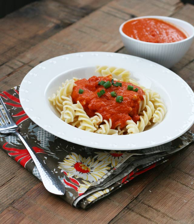 Amazing 3-ingredient pasta sauce recipe. How can 3 simple ingredients taste this rich and good? Click to find out.