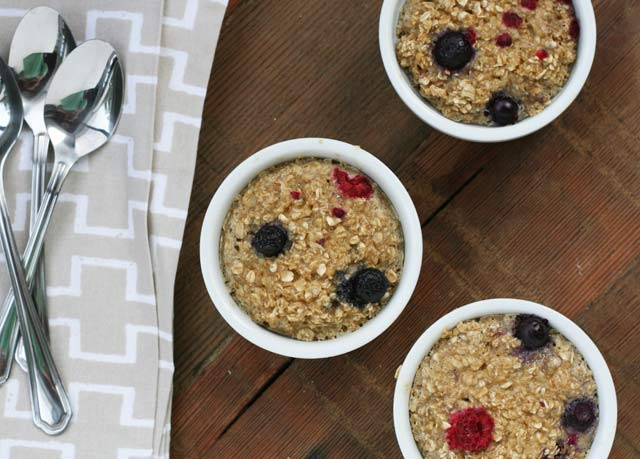 Berry baked oatmeal: Serve a delicious breakfast on the cheap. Click through for recipe!