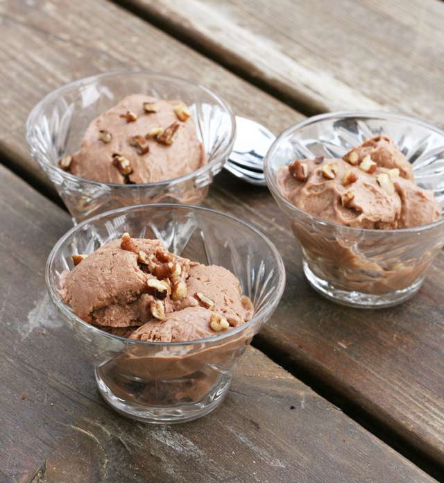 "Banana Nutella ""ice cream"" recipe - a healthy dessert! Repin to save."