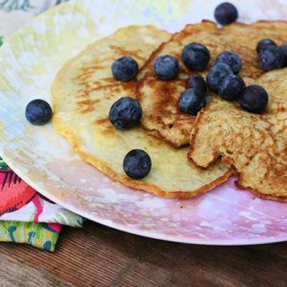 Banana-egg pancakes: So easy, just two ingredients! Click through for recipe.