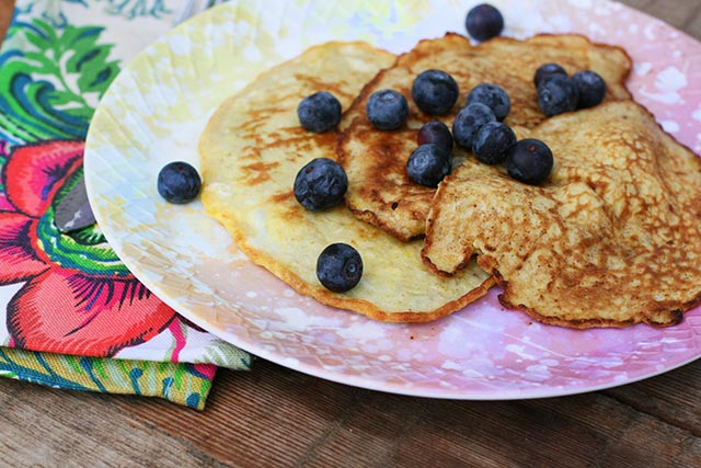 Banana and egg pancakes: The base is just 2 ingredients - such cheap and delicious recipe!