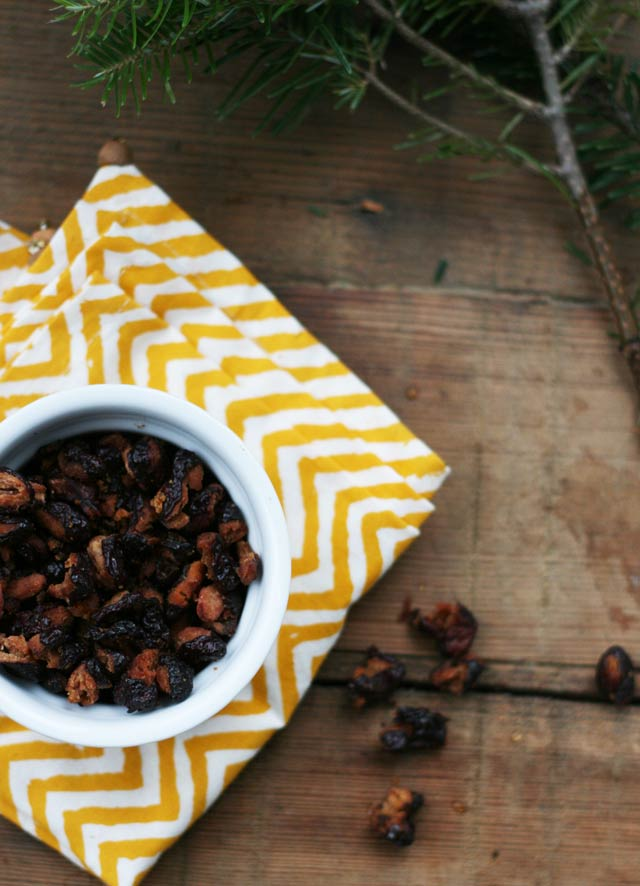 Roasted kidney beans. Kind of like roasted chickpeas, but better? You decide! Repin to save.