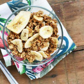 Delicious and cheap banana & peanut butter granola. Repin to save!