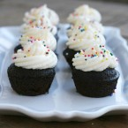 Mini party cupcakes, from Cheap Recipe Blog