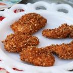 Homemade baked crispy chicken nuggets recipe. Click through for recipe!