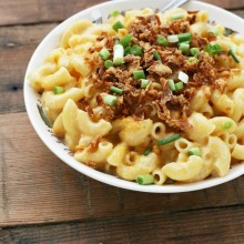 Lightened-up, stovetop mac & cheese recipe. Click through for details!