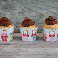 Moist banana cupcakes with chocolate buttercream frosting. The perfect cupcake!! Repin to save.