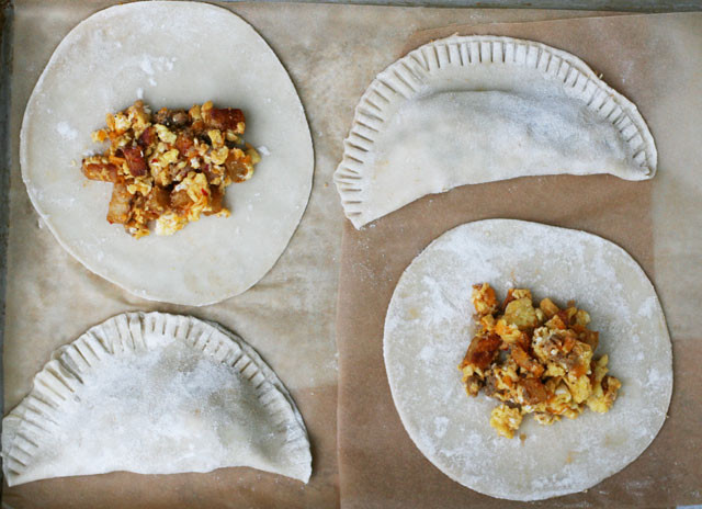 How to make breakfast empanadas. Click through for instructions!