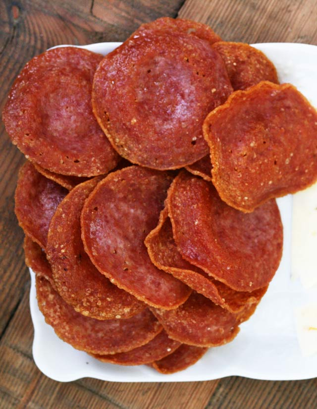 Salami crackers: So easy! Just fry up salami slices and you have an easy, low-carb party cracker.