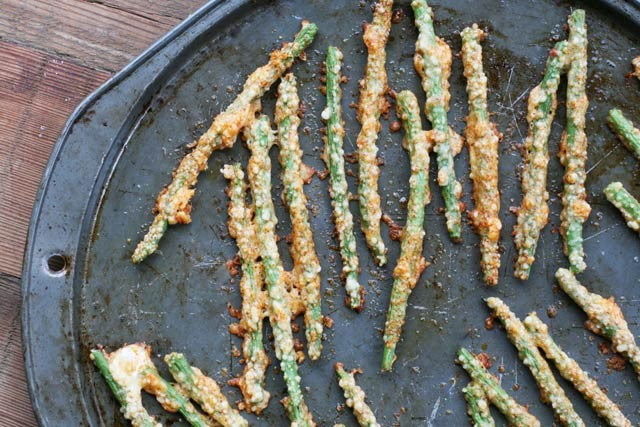 Instructions for making oven-baked Parmesan green bean fries. These take about 5 minutes to prep!