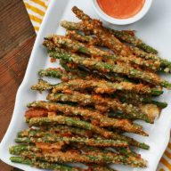 Green bean fries: A crispy Parmesan crust makes these irresistible. 5 minutes to prep! Click through for recipe.