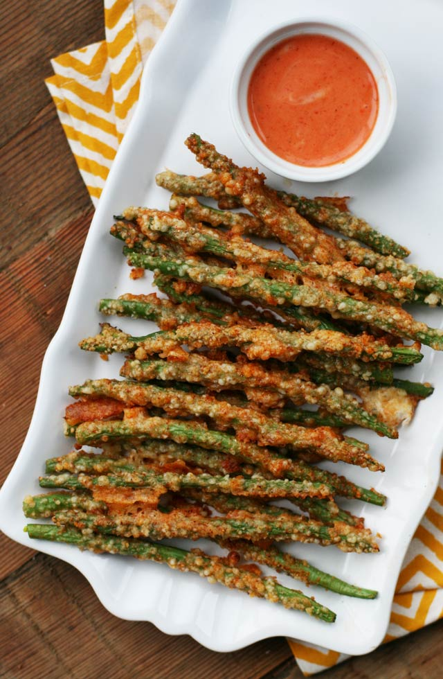 Oven-baked, Parmesan-crusted green bean fries: These veggie fries are easy to make and totally satisfying. Click through for recipe!