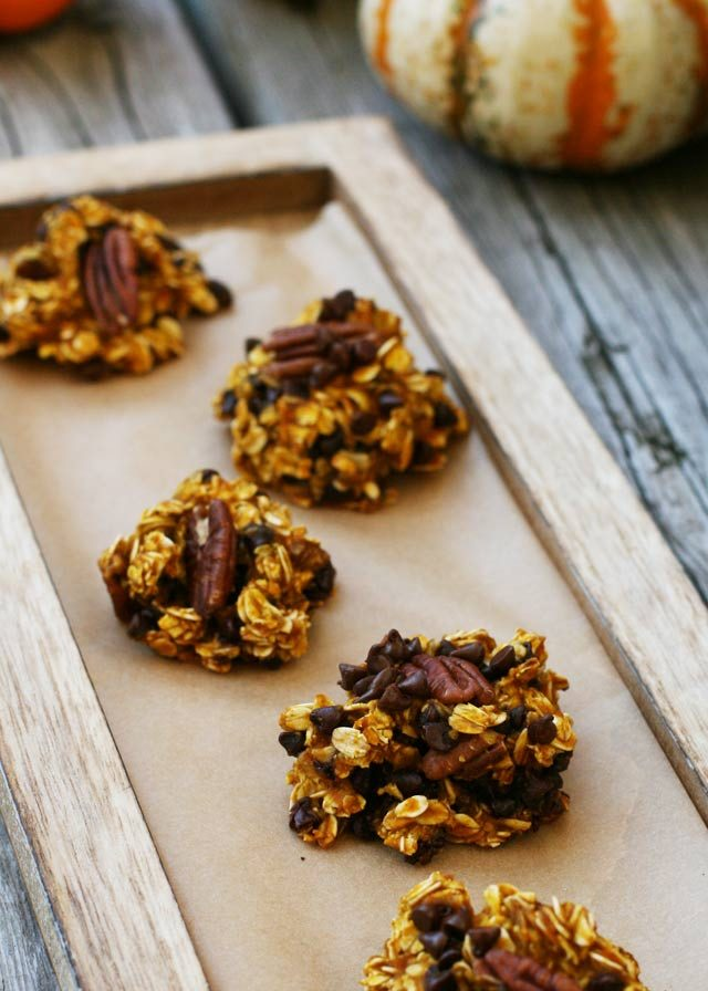 5-minute pumpkin oat chocolate clusters. Click through for instructions!
