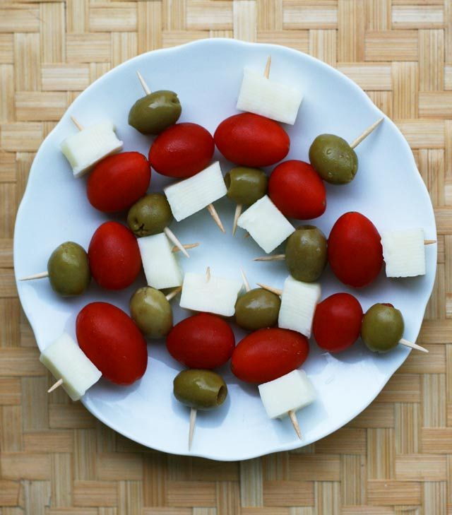 30-second appetizer: Simple cheese, tomato, and olive skewers