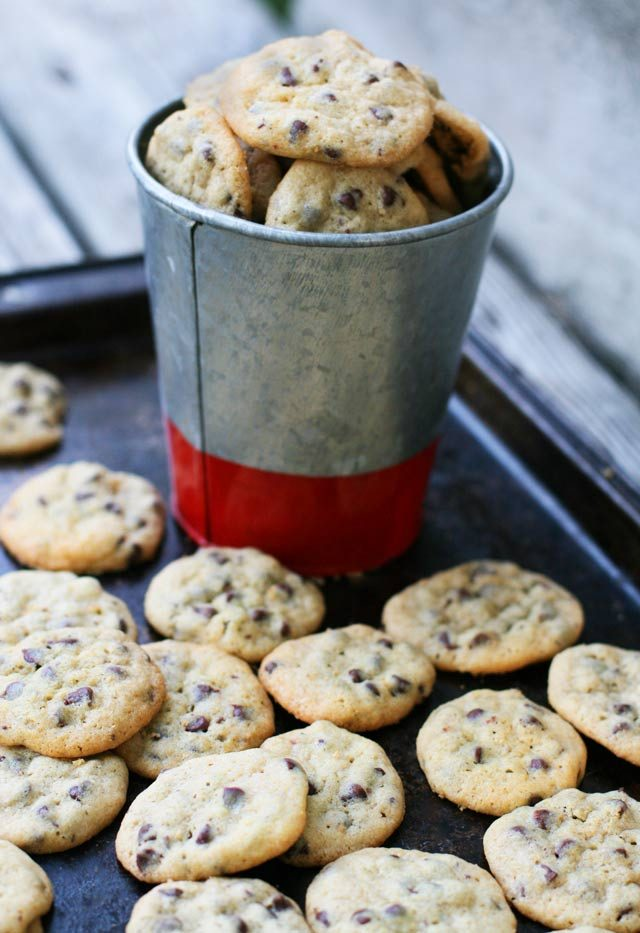 Mini chocolate chip cookies: Click through for recipe!