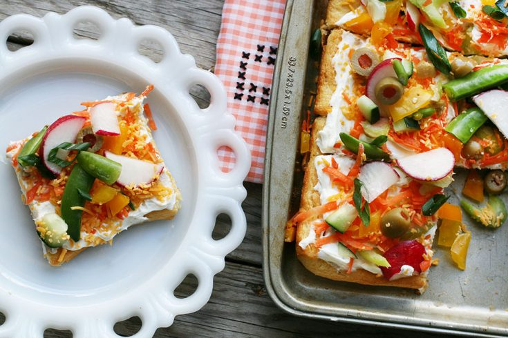 Cold vegetable pizza: A classic recipe that's easy to make and a crowd-pleaser.