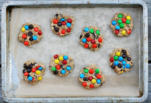 Like your Monster cookies with lots of M&Ms? Click through for this super easy recipe.