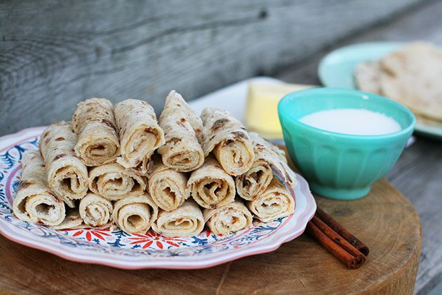 Homemade lefse, made in a frying pan. No special equipment needed! Click through for recipe.