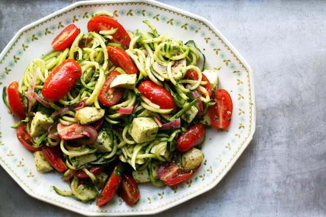Zucchini pasta salad with basil and mozzarella. Click through for recipe!