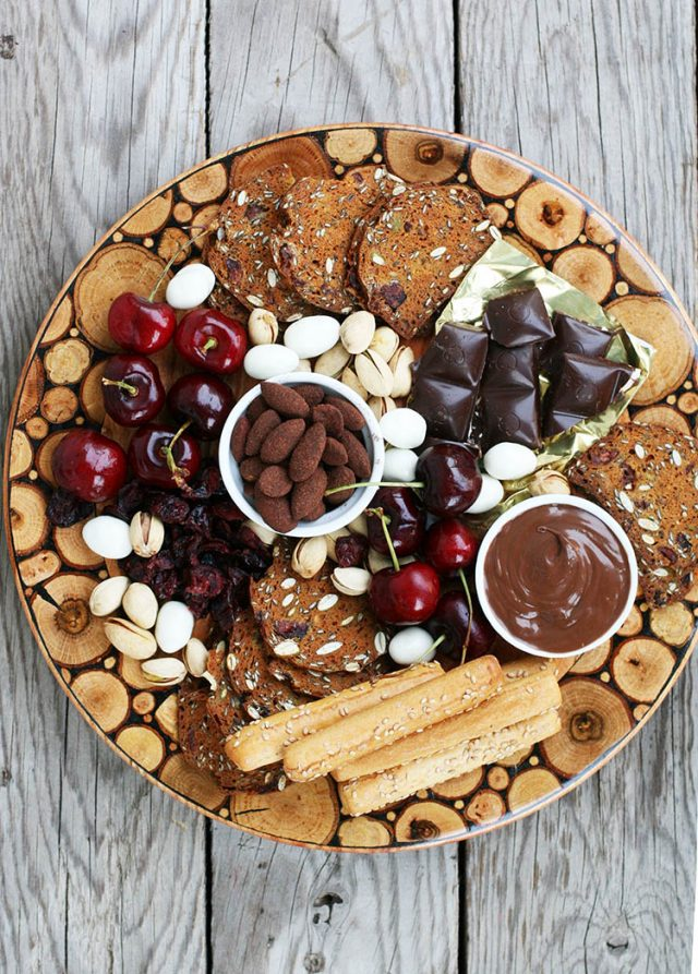 Learn how to assemble a dessert charcuterie platter!