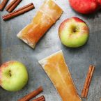 How to make homemade apple cider ice pops: Hint, it's CRAZY easy! Click through for recipe.