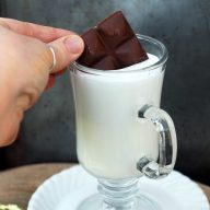 El submarino: The Argentinian take on hot chocolate. Click through for (easy!) recipe instructions.