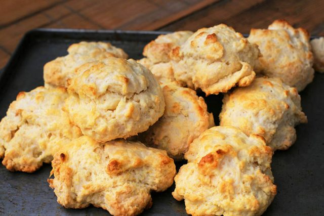 Buttermilk baking powder drop biscuits: Learn how to make these easy biscuits, which are cheap and delicious!
