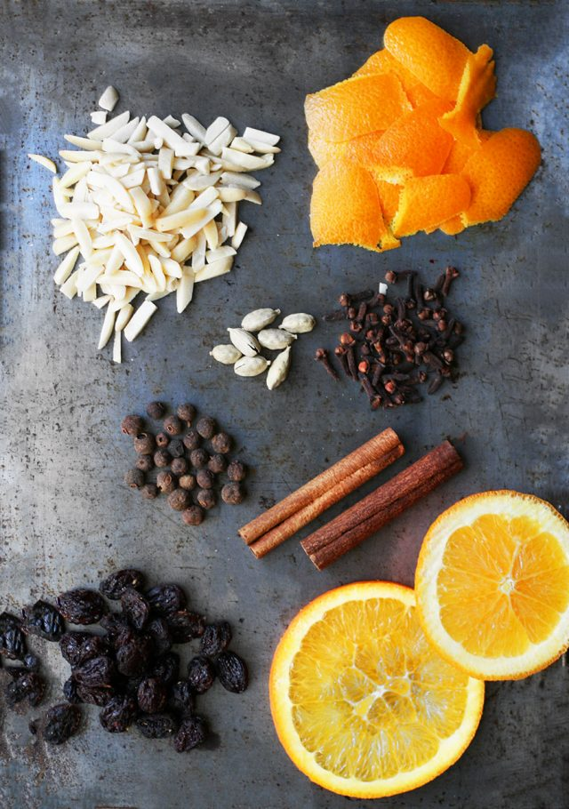 Glögg recipe, without alcohol. A spiced mulled punch that screams Christmas! Click through for recipe.n enjoy it.