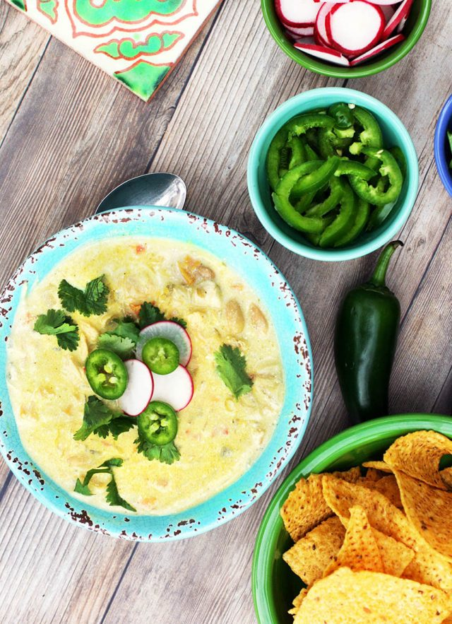 Creamy white chicken chili: This recipe gets great flavor from sour cream and other ingredients. Click through for recipe!