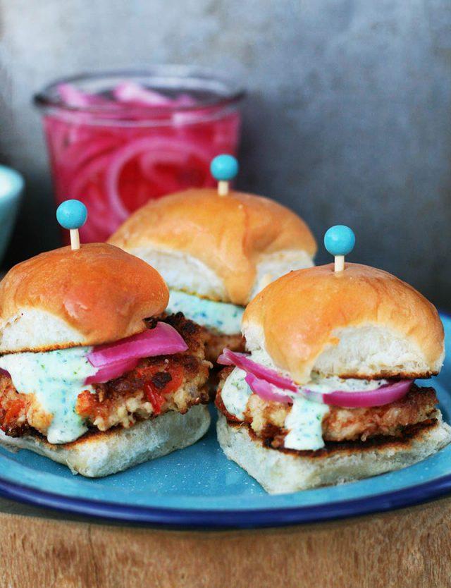 Spicy honey cauliflower sliders: These are bursting with flavor. Vegetarian sandwiches!