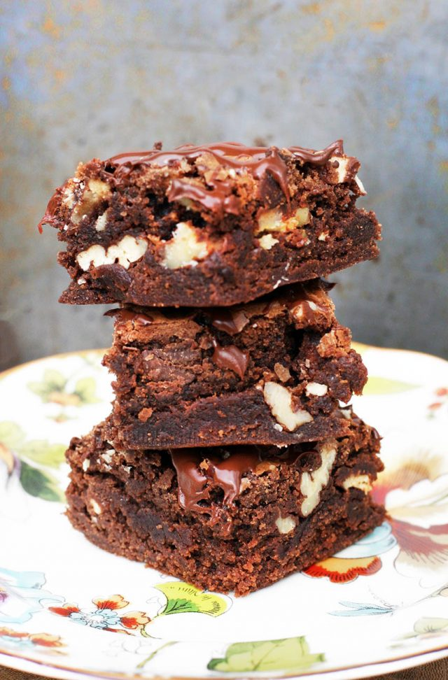 How to make boxed brownies taste better: EASY and cheap tips! Click through for instructions.