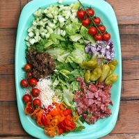 Chopped Italian salad: This salad has ALL OF THE GOOD STUFF! Click through for recipe!