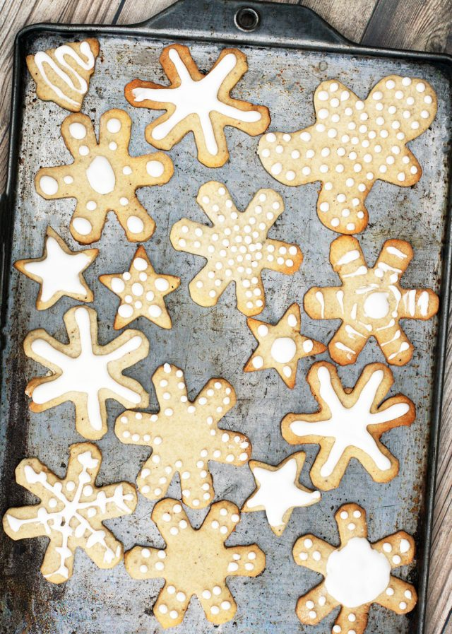 Pepperkaker cookies: A spiced Christmas cookie from Norway. Click through for recipe!