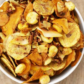 Gluten-free ranch snack mix: This snack mix is addictive and made with healthy ingredients!