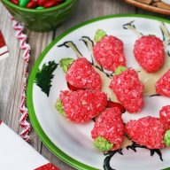 Strawberry coconut candies: Only 4 ingredients to make these delicious, festive cookies!
