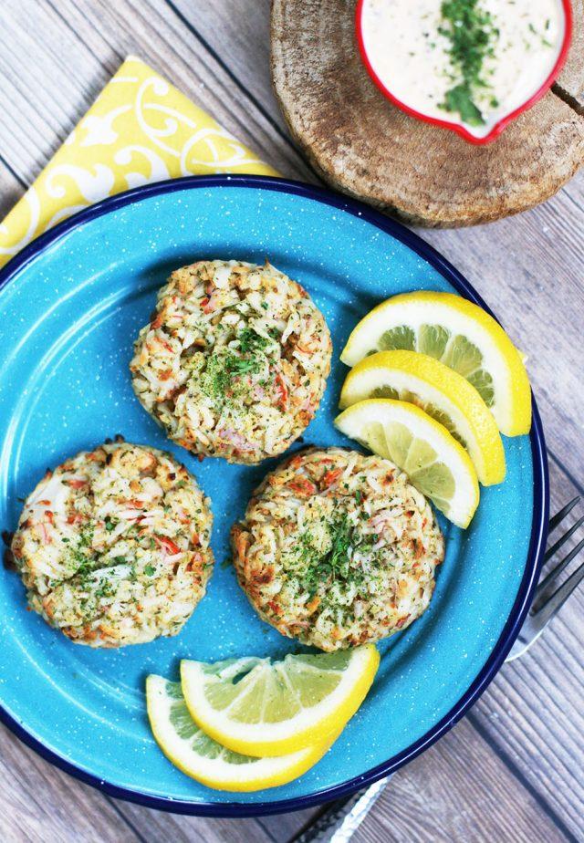 Homemade crab cakes made with imitation crab: Click through for budget-friendly recipe!
