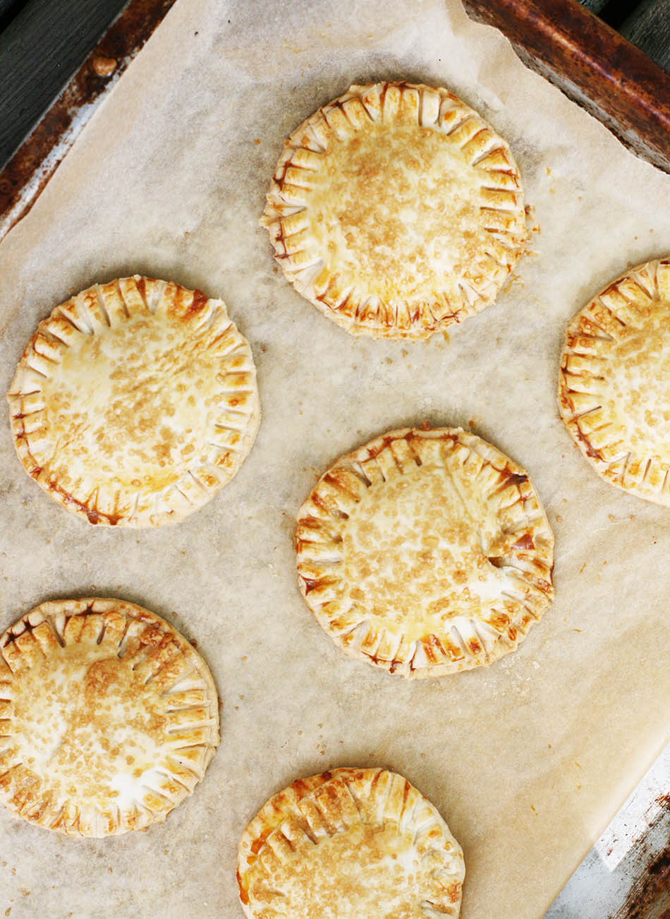 Pumpkin hand pies: Individual pies filled with a thick and rich pumpkin compote. Click through for recipe!